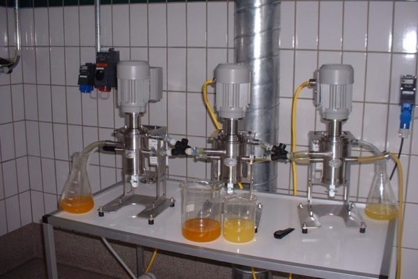3 x V02 in a three stage counter current extraction (0 – 60 l/h).