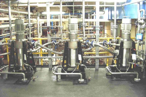 3 x V10 in a three stage counter current extraction (0 - 4000 l/h).